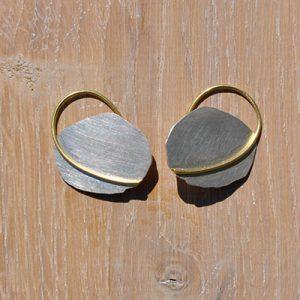Ohrhänger mit Golddrahtelement