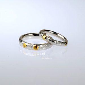 Punktringe aus Silber und Gold mit Hammerschlag