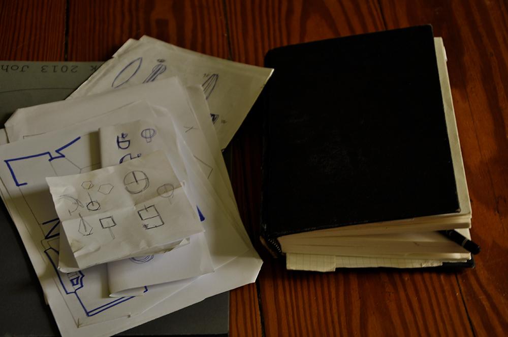Skizzenbuch und Zeichnungen